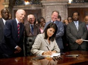Nikki Haley signs bill to remove confederate flag from statehouse grounds